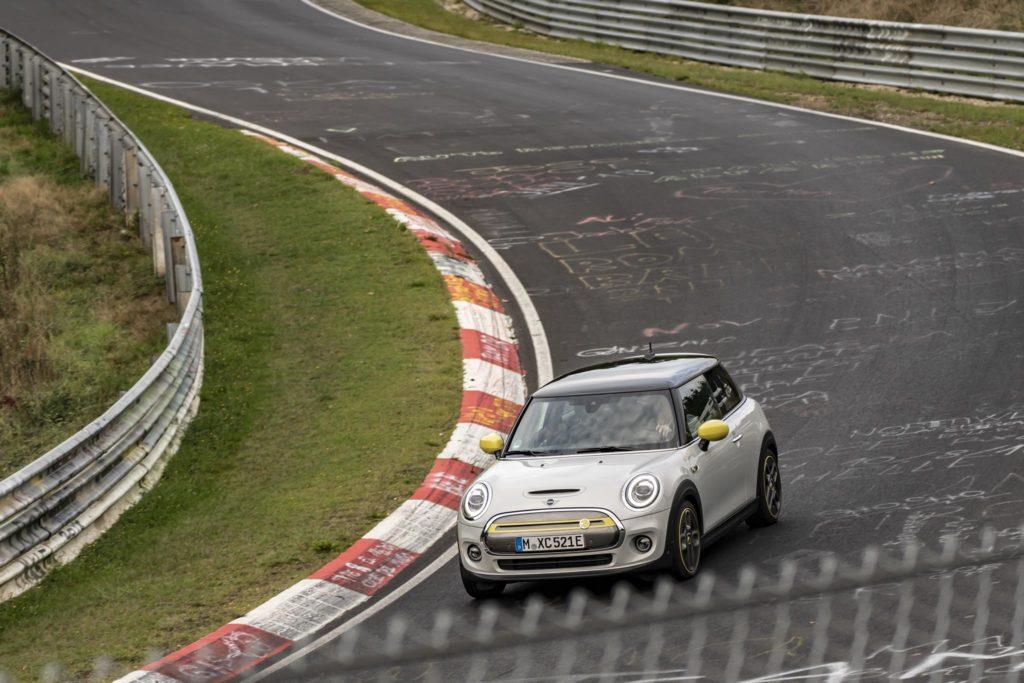 MINI Cooper SE Nurburgring 4