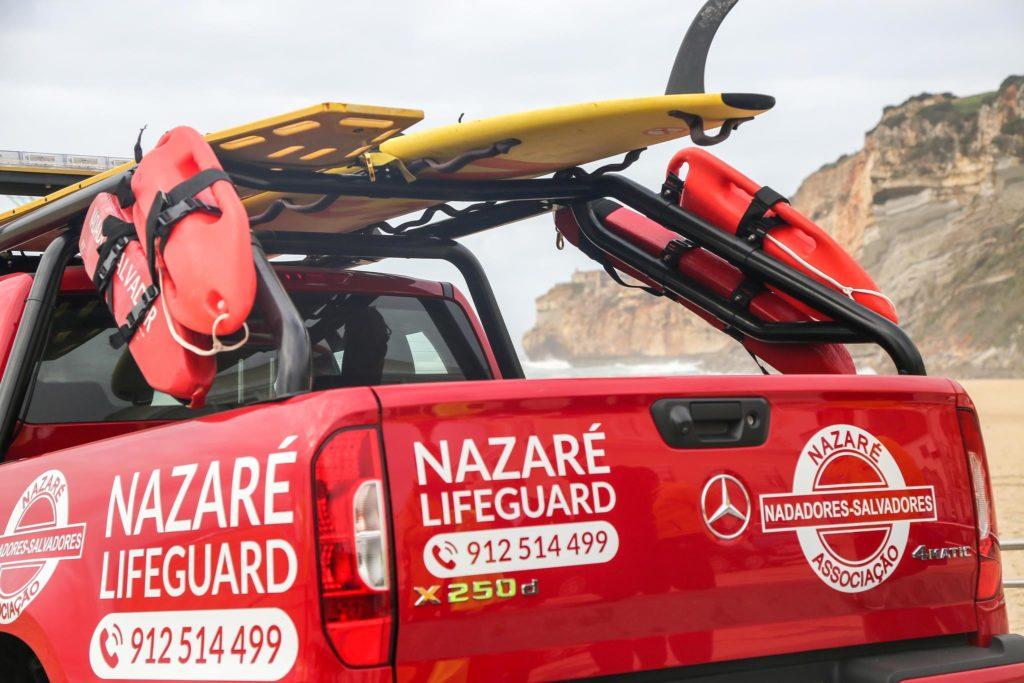 Mercedes Benz vigia praia da Nazaré 4