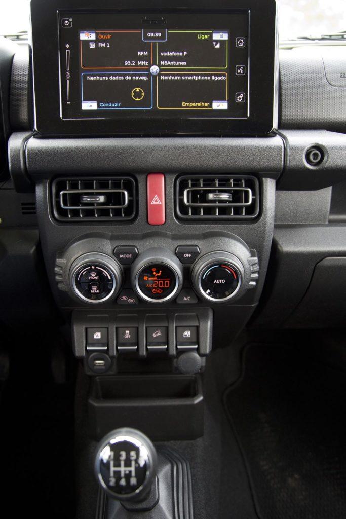 Consola central do Suzuki Jimny