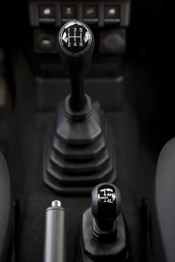 Comandos da caixa de velocidades e de transferência