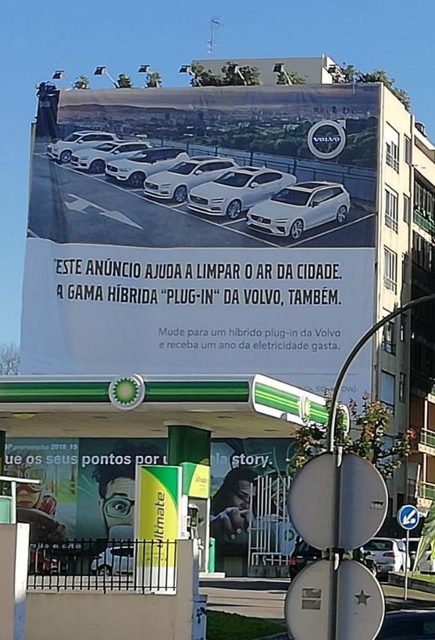 Tela publicitária Volvo