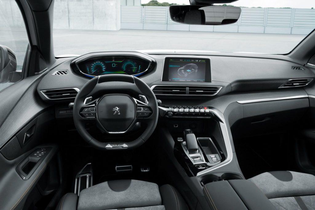 Peugeot 3008 Hybrid4 interior
