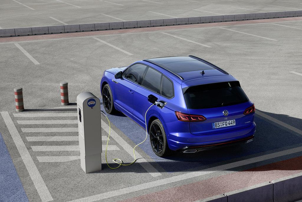 VW Touareg R 4