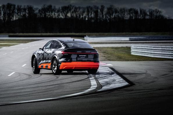 Audi e tron S 3