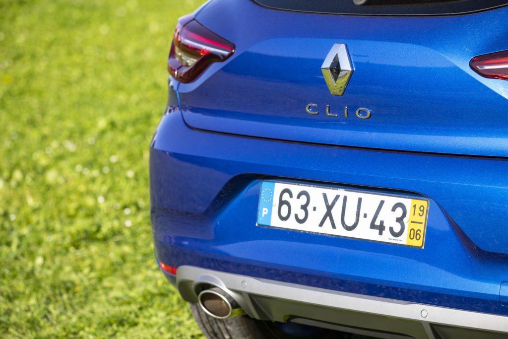 Renault Clio vs Peugeot 208 26