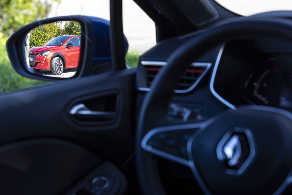 Renault Clio vs Peugeot 208 58