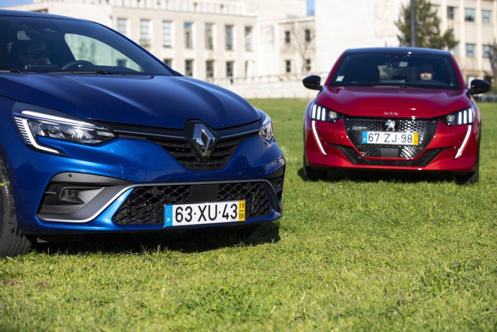 Renault Clio vs Peugeot 208 9