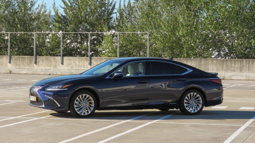 Lexus ES 300h Luxury 1