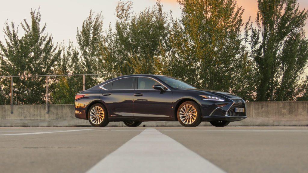 Lexus ES 300h Luxury 16