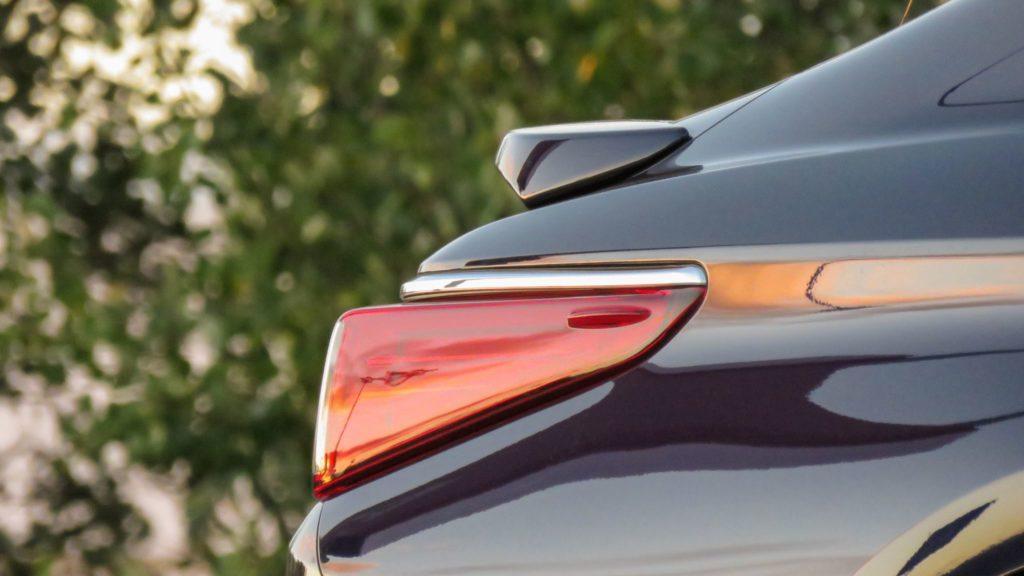 Lexus ES 300h Luxury 17
