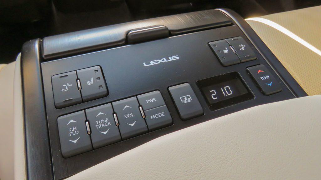 Lexus ES 300h Luxury 8