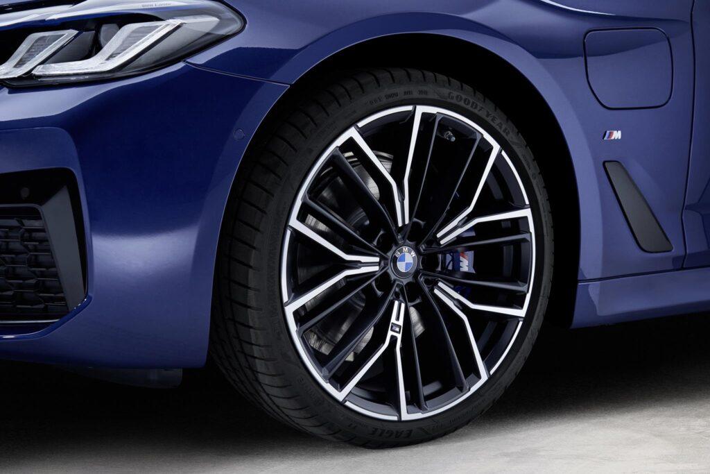 BMW 530e wheel