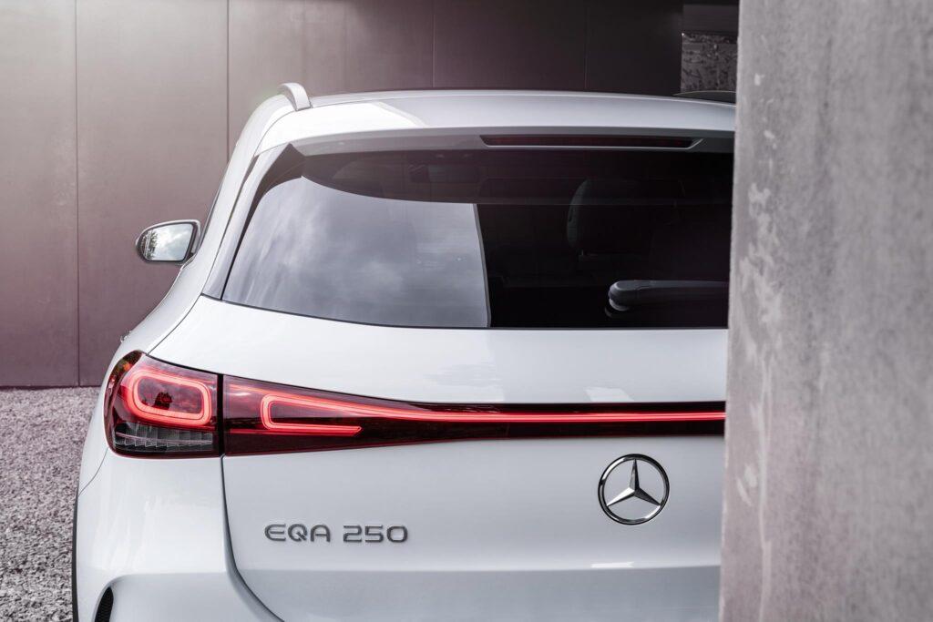 Mercedes EQA 11
