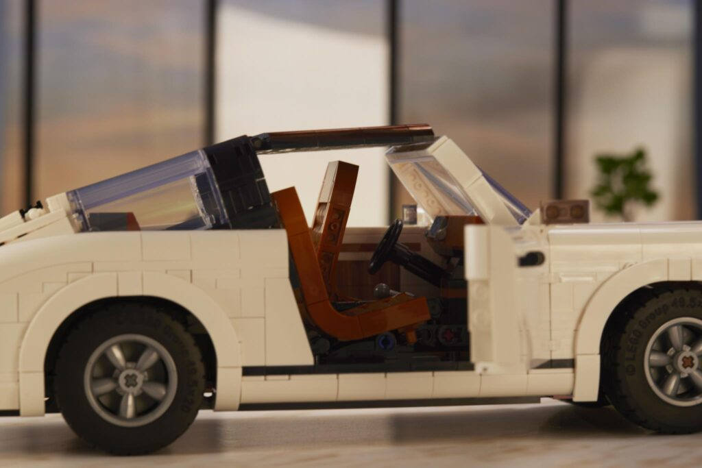 LEGO Porsche 911 TARGA DETAIL TILTING SEAT