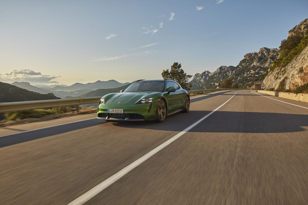 Porsche Taycan Cross Turismo 9