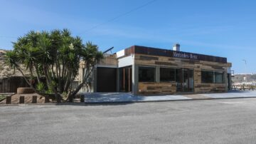 Mercedes EQ Lounge 9