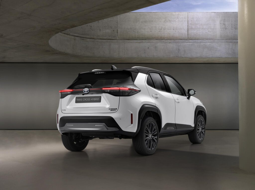 Toyota Yaris Cross Hybrid Adventure 2