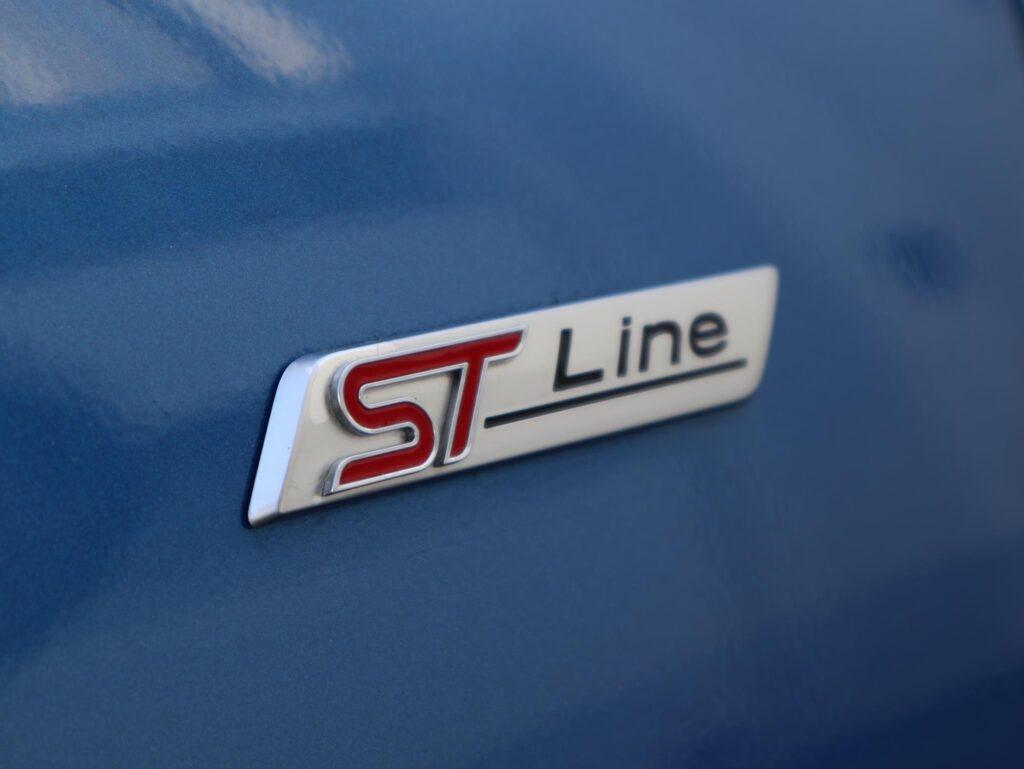 Ford Focus ST Line MHEV 155cv 6