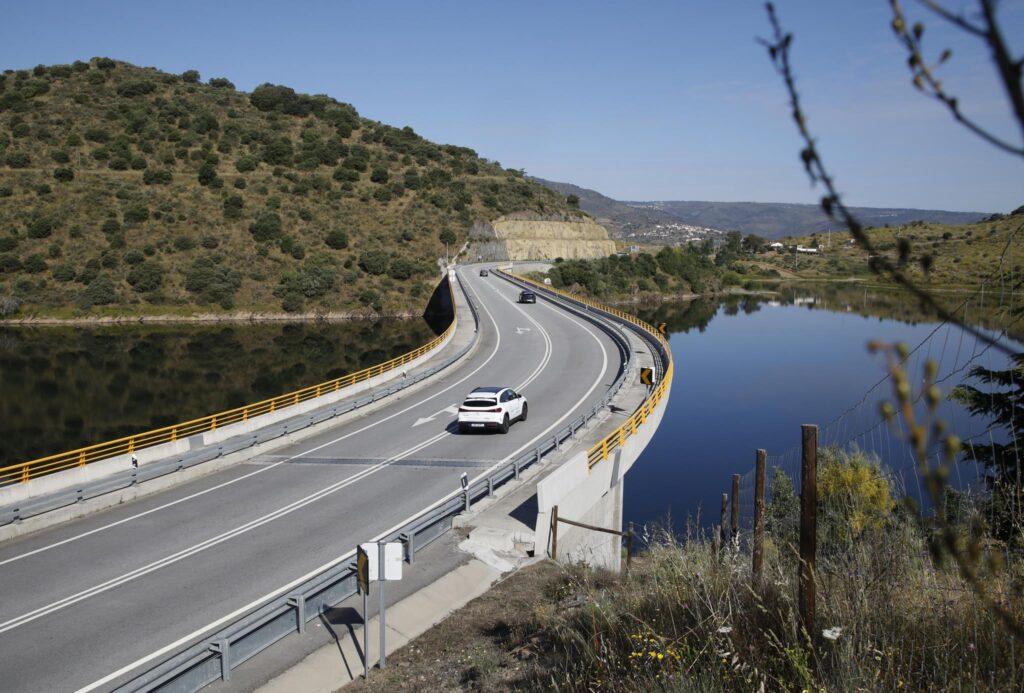 Volta Elétrica a Portugal Mercedes EQA 37