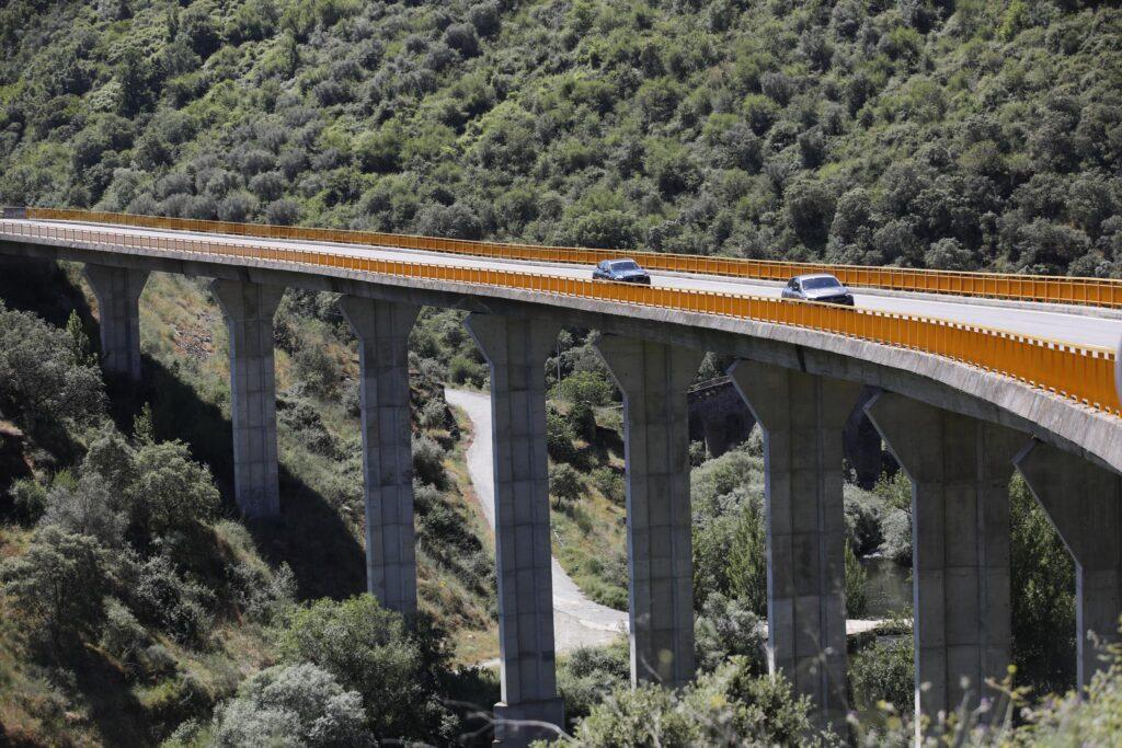 Volta Elétrica a Portugal Mercedes EQA 44