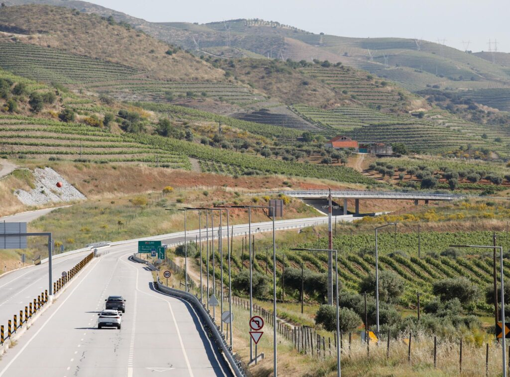 Volta Elétrica a Portugal Mercedes EQA 65
