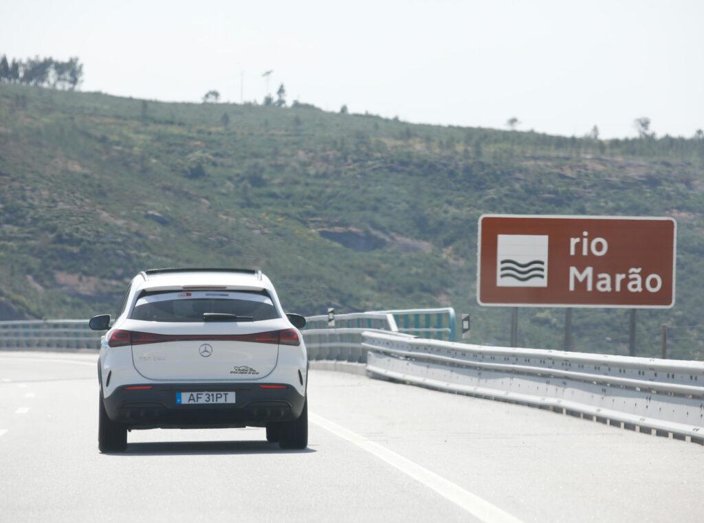 Volta Elétrica a Portugal Mercedes EQA 74