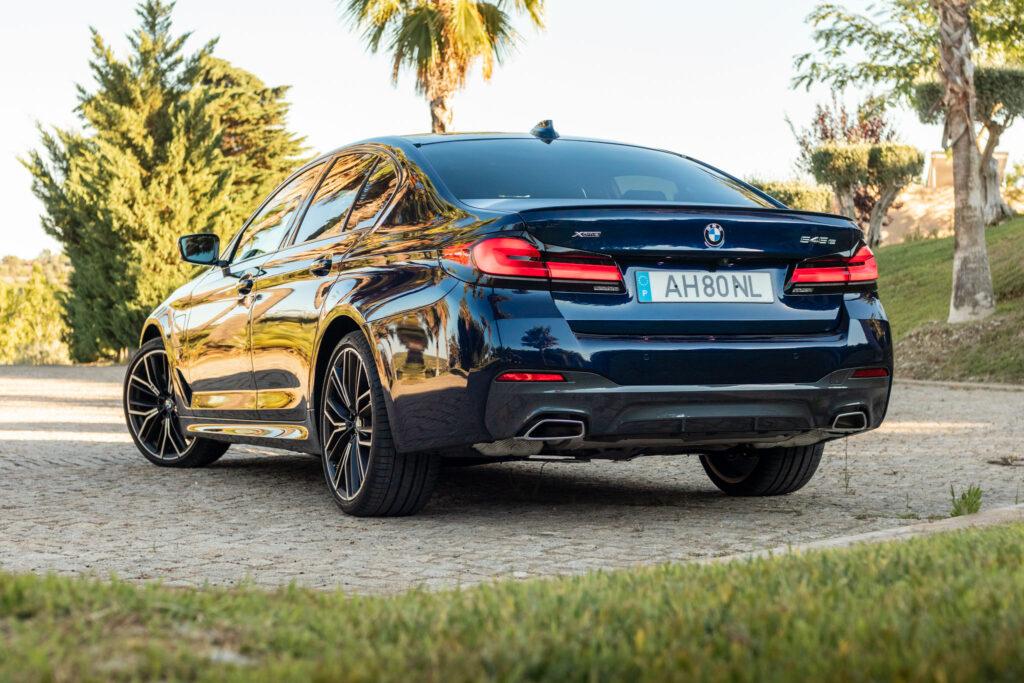 BMW 545e xDrive 280