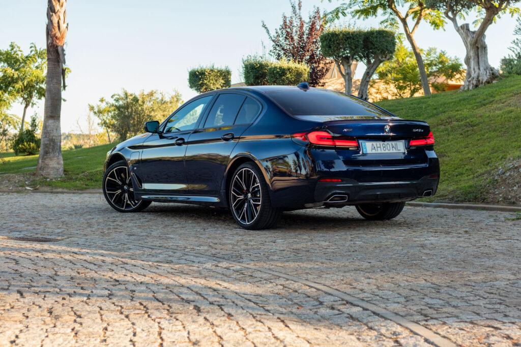 BMW 545e xDrive 302