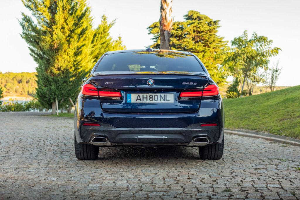 BMW 545e xDrive 305