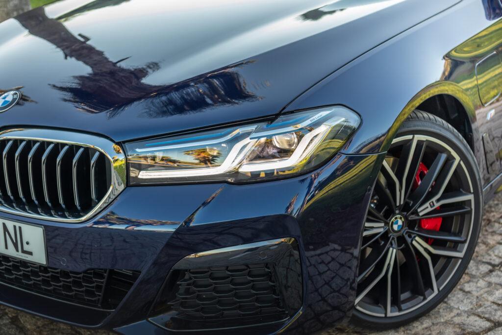 BMW 545e xDrive 337
